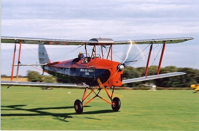 Tiger_Moth_Flights_PK_Touch_Down