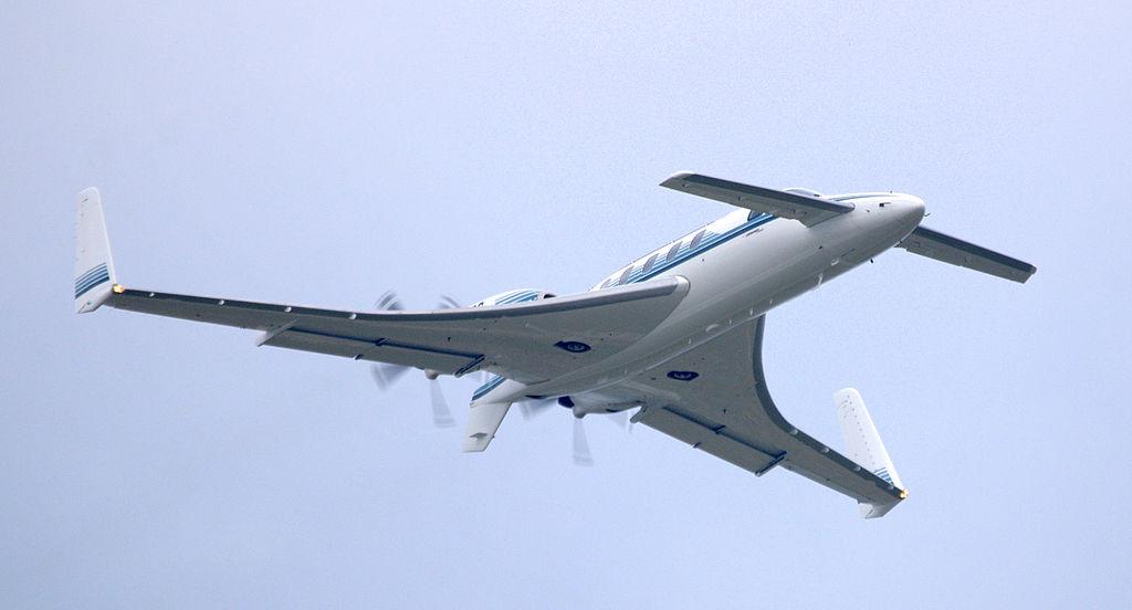1024px-Beechcraft_Starship_in_flight