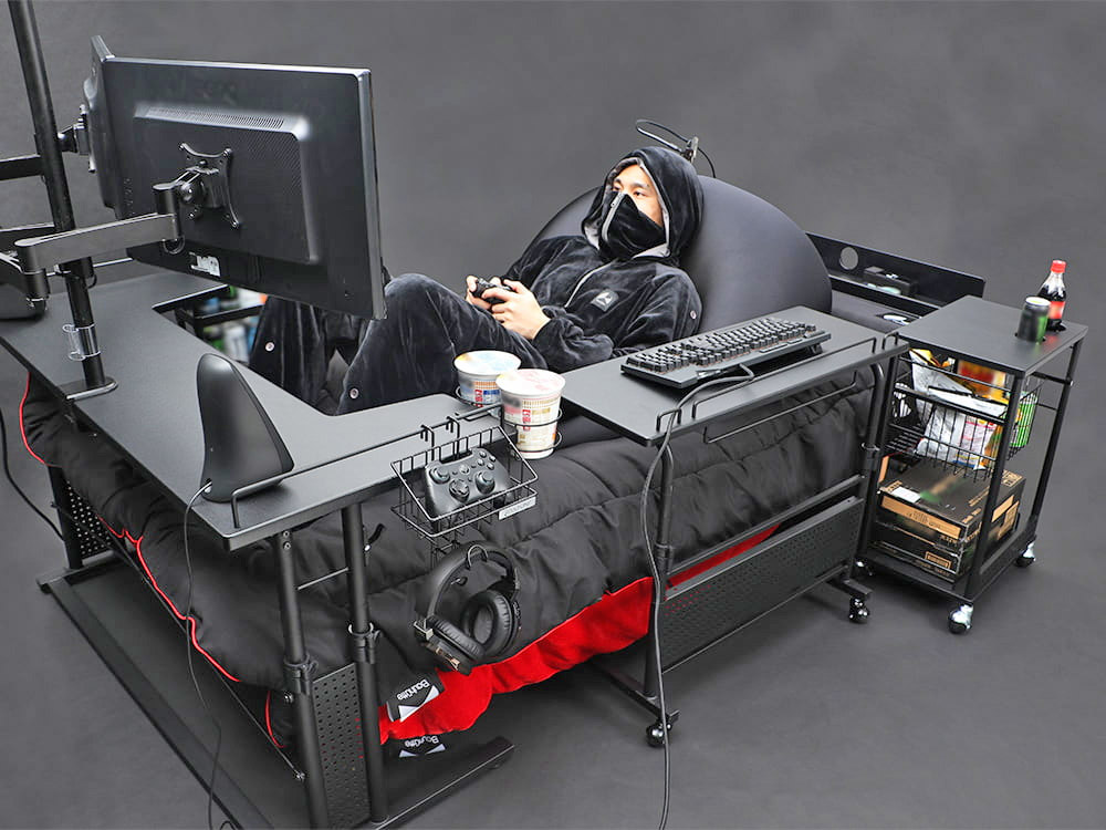 japan-has-created-the-ultimate-gaming-bed-so-you-never-have-to-rejoin-society-again-5564